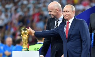 Putin and Fifa boss Infantino. (© picture-alliance/dpa)