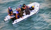 Photo by the French navy shows refugees in a dinghy in the English Channel on 25 December. (© picture-alliance/dpa)