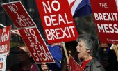 Demonstrators in London demanding a hard Brexit without postponement. (© picture-alliance/dpa)