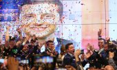 Zelensky won a landslide victory against current president Petro Poroshenko. (© picture-alliance/dpa)