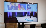 Broadcast of the conference at the Elysée Palace on 19 February. (© picture-alliance/Benoit Tessier)
