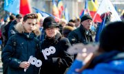 Demonstrators marching in Chișinău on March 25, 2018 for unification with Romania. (© picture-alliance/dpa)