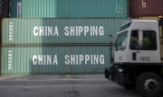 Chinese container in the port of Savannah, Georgia. (© picture-alliance/dpa)
