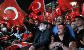 Ankara residents remember the failed coup attempt. (© picture-alliance/dpa)