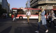 Street scene in Tehran. (© picture-alliance/dpa)