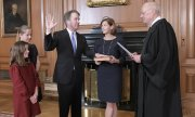 Kavanaugh at the swearing-in ceremony. (© picture-alliance/dpa)