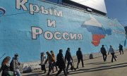 "Wall in Moscow photographed in March 2014: ""Russia and Crimea, together forever. (© picture-alliance/dpa)"