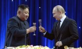The first meeting between Kim and Putin. (© picture-alliance/dpa)