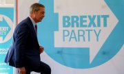 Nigel Farage on 7 May 2019 on his way to a press conference. (© picture-alliance/dpa)