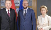 Recep Tayyip Erdoğan, Charles Michel and Ursula von der Leyen in Brussels. (© picture-alliance/dpa)