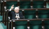 PiS Chairman Jarosław Kaczyński in the almost empty parliament on March 26. (© picture-alliance/dpa)