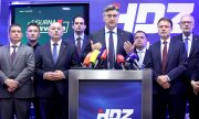 Premier Plenković and members of his HDZ present the party's election platform. (© picture-alliance/dpa)