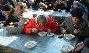 Free lunch for people in need in Riga. (© picture-alliance/dpa)
