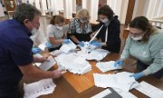 Vote counting on September 13 in Kazan, Tatarstan. (© picture-alliance/dpa)